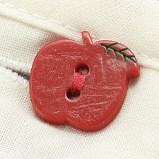 フロントの真っ赤なボタンもリンゴの形